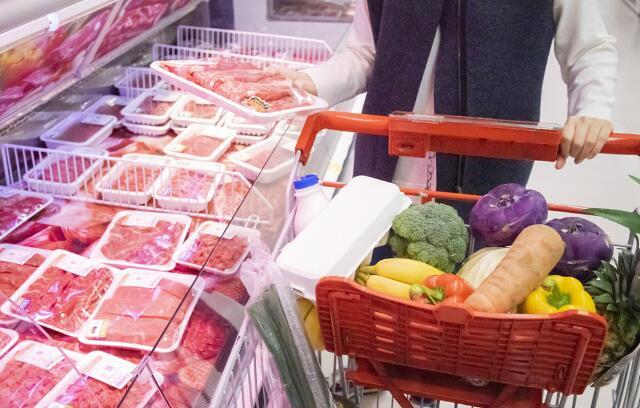猪肉价格首次转降 10月物价数据释放哪些信号?