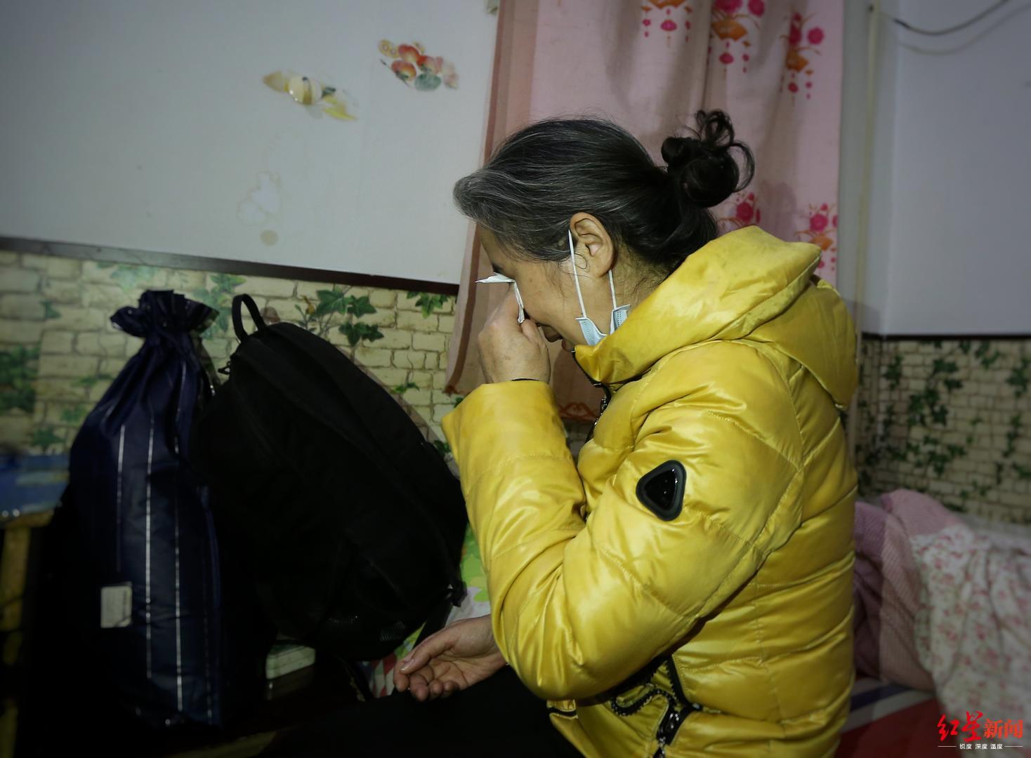 ↑张志超母亲马玉萍,说到受冤的儿子悲伤不已