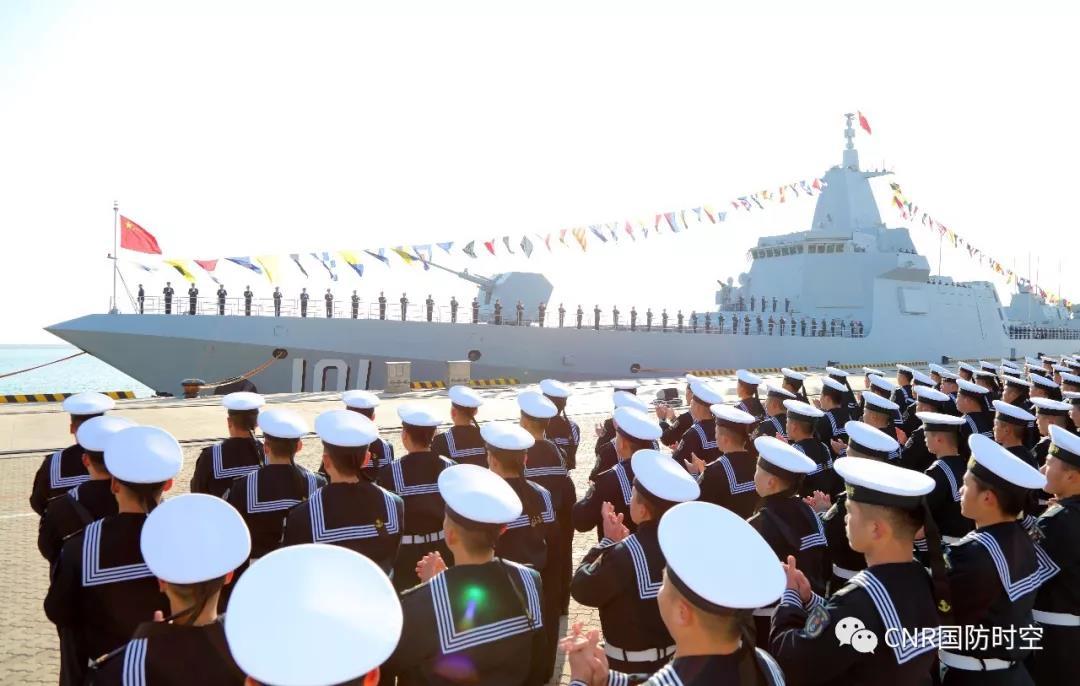 海军055型驱逐舰始舰南昌舰归建入列仪式现场。摄影:李唐