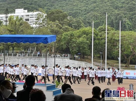 ▲香港警察学院举走卒业会操(图片来源:香港《星岛日报》)