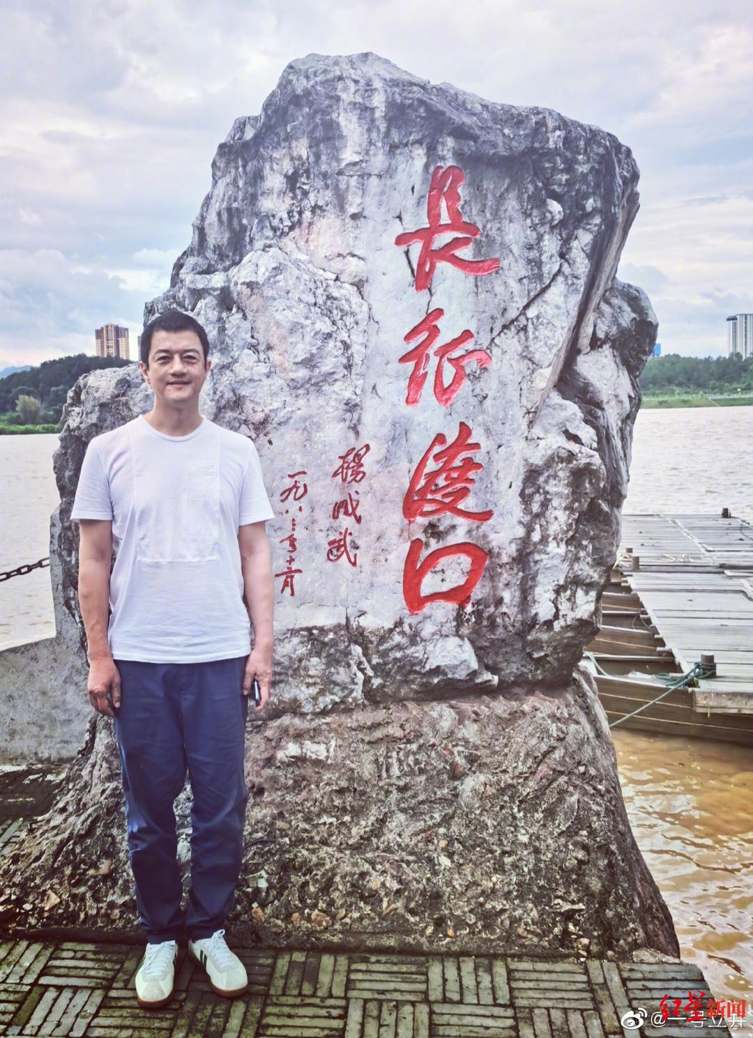 """浙江一学生坠楼身亡 官方通报""""被4男生抬上楼顶""""问题"""