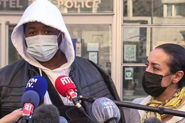 暴力执法!法国警察因殴打黑人音乐制作人被停职