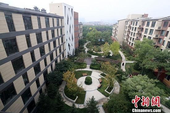 资料图:养老社区外景 中新社记者 张宇 摄