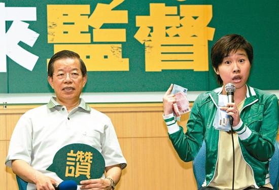 """图为台""""驻日代表""""谢长廷(左)和""""卡神""""杨蕙如"""
