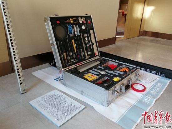 验房师的工具箱。中青报·中青网见习记者 赵丽梅/摄