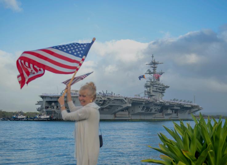 """1月8日,""""林肯""""号航母抵达夏威夷军港 图源:USNI"""