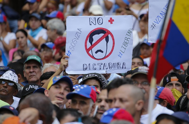 委内瑞拉反对总统马杜罗的示威游行 图:美联社