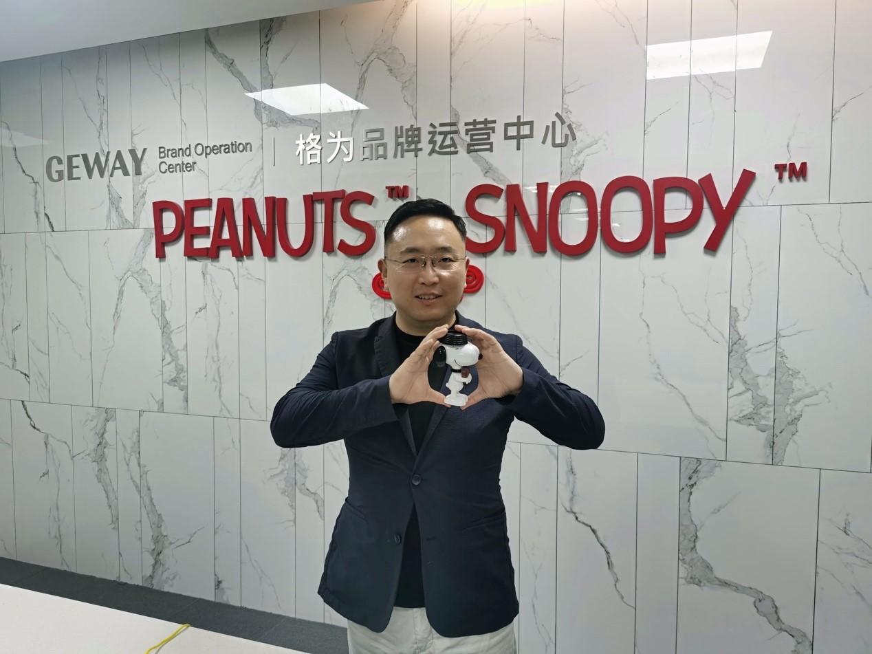 ▲史努比童装中国区一级总代江苏格为品牌运营管理有限公司CEO姚东亮表示,2020年将卖出900万件童装,替妈妈们节省数千万元。(穆功 摄)