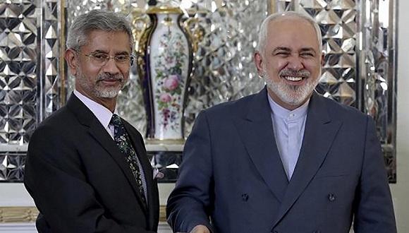 印度外长苏杰生(左)与伊朗外长扎里夫 图片来源:Press Trust of India