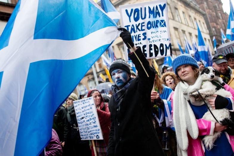 ↑2020年1月11日,英国苏格兰地区格拉斯哥市爆发苏格兰独立游行  (来源:彭博社)