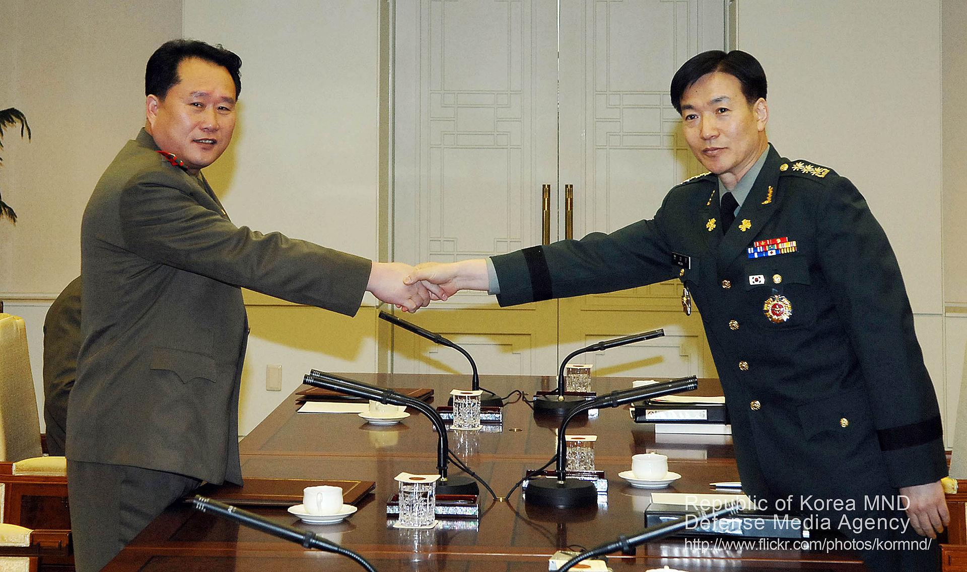 2006年 李善权参添南北将领和南北军原形务座谈 图源:韩国国防部