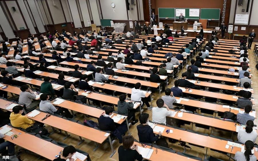 """今年日本""""高考""""考试现场 图自共同社"""