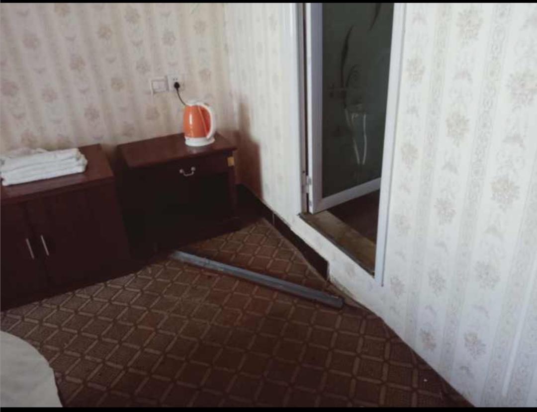肖女士被劫持房间内有打斗痕迹。网络图