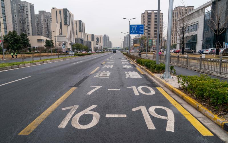 是什么、怎么用?上海首條合乘車道市民知曉率不高,正試點新型電子警察展開執法