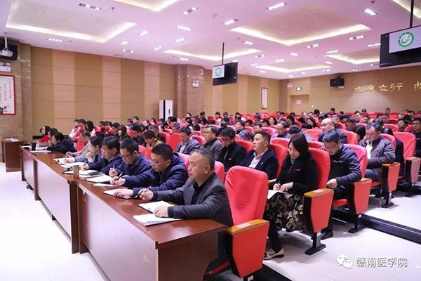 武汉8名不明原因的病毒性肺炎患者治愈出院