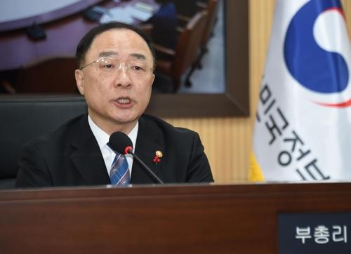 韩国副总理兼企划财政部长官洪楠基(韩联社)