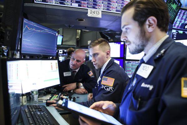 1月8日,交易員在美國紐約證券交易所工作。 (新華社)