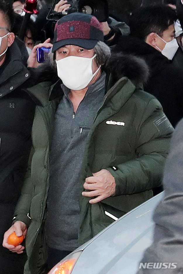 赵斗淳12日出狱(纽西斯通讯社)