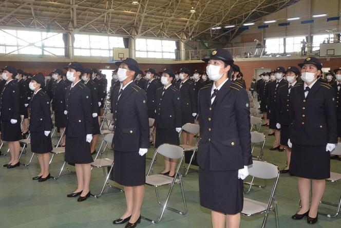 日本女性自卫官候补队伍(西日本新闻)