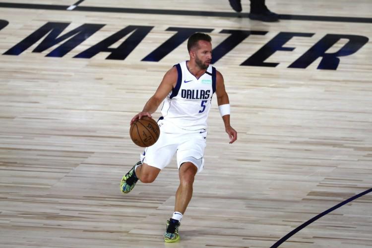 独行侠官宣和巴里亚完成续约 后者将开启第15个NBA赛季
