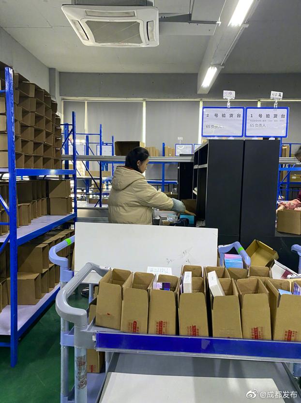 成都淘宝供货厂家紧急加班赶制口罩 微博@成都发布 图