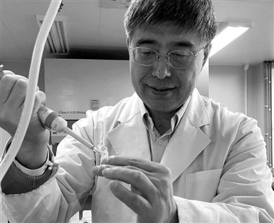 北里海雄在实验室。图片由北里海雄教授挑供