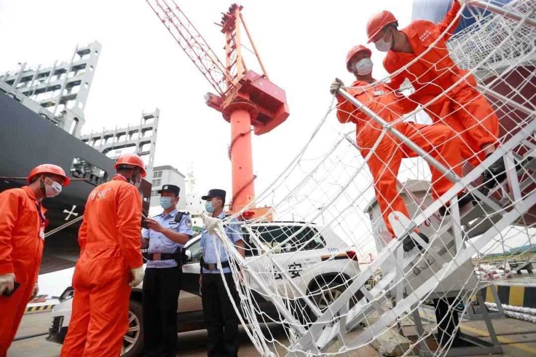 △9月22日,姑蘇太倉邊檢站優化邊檢服務促進企業復工復產。