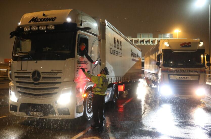 法国重新开放与英国的运输通道 欧盟敦促成员国取消英国断航令
