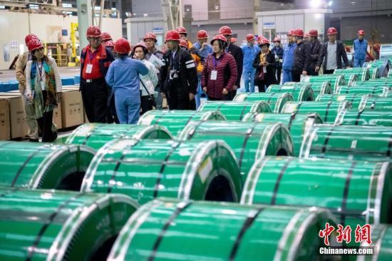 资料图:钢铁工厂。 中新社记者 韦亮 摄