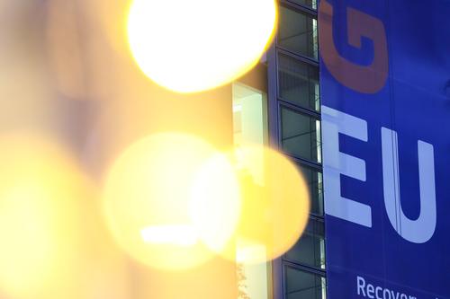 这是12月24日在比利时布鲁塞尔拍摄的欧盟委员会总部大楼。新华社记者张铖摄