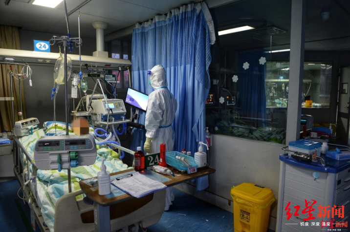 ↑武汉大学中南医院重症隔离病房摄影:王效