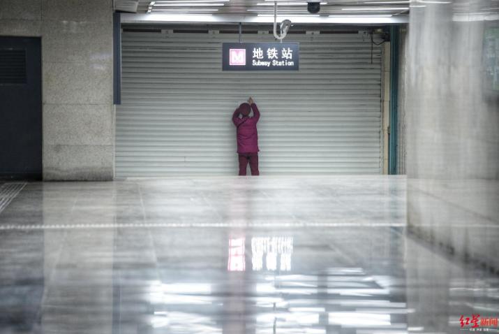 ↑武汉地铁站 摄影:王效