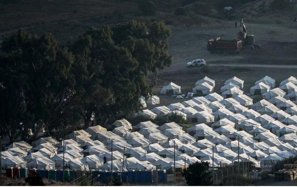 欧委会与希腊签署新建难民营协议 已向希腊拨款1.21亿欧元