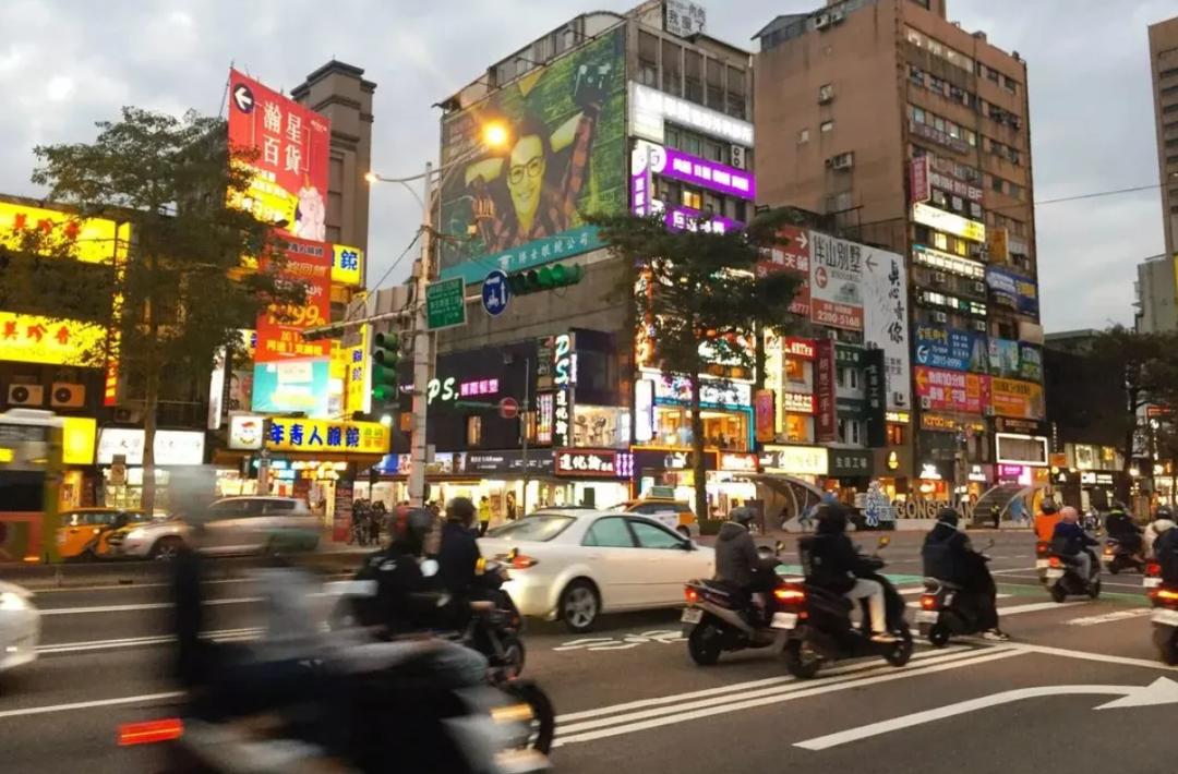 台湾劳动基金炒股失败,一个月亏掉749亿养老钱,年轻人有些慌