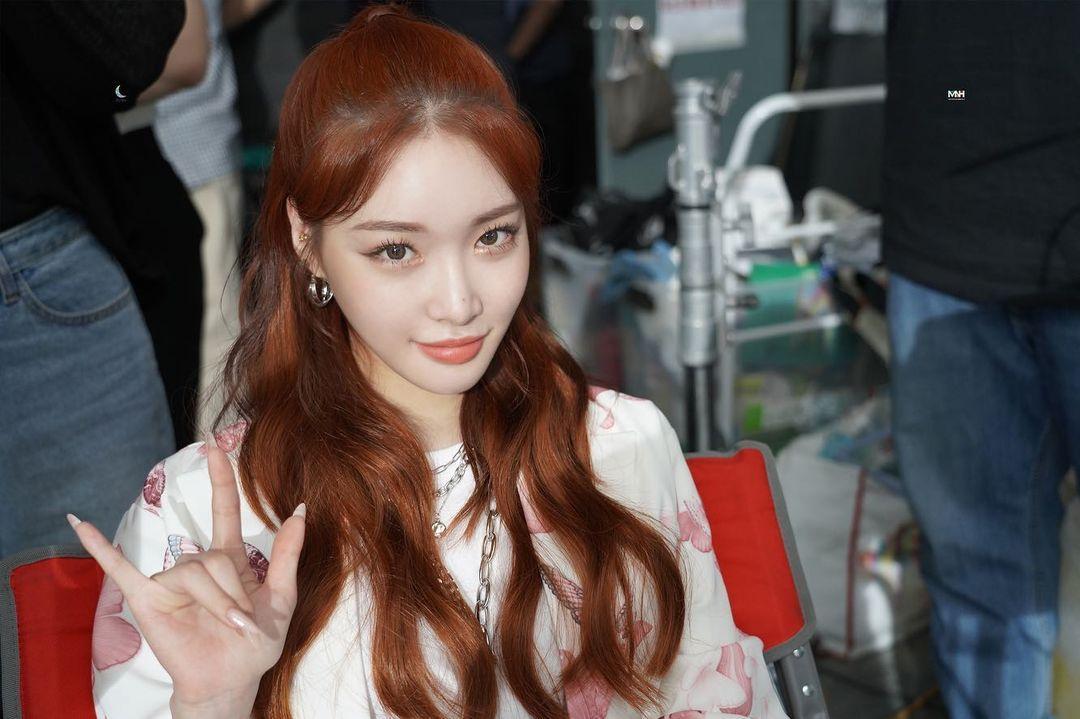 韩国24岁女歌手请夏确诊新冠 自责不已:真的很抱歉