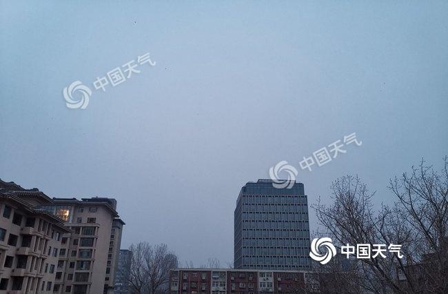 △27日晨,北京天空陰沉。