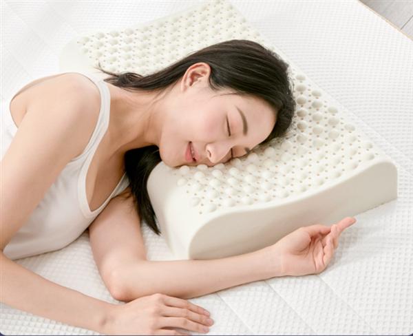"""小米生态链企业趣睡科技推出8H""""果冻""""乳胶枕:会做SPA按摩"""