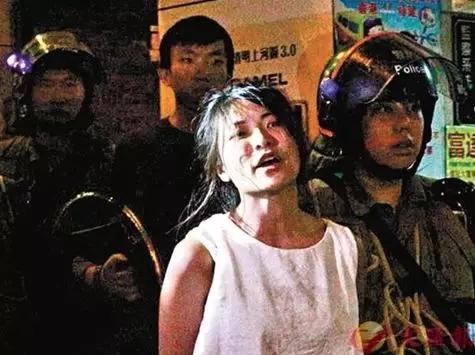 △仇栩欣涉嫌袭警被捕(图源:香港《文汇报》)