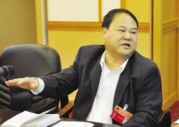 云南文山人大常委会原主任付加兴涉受贿被诉