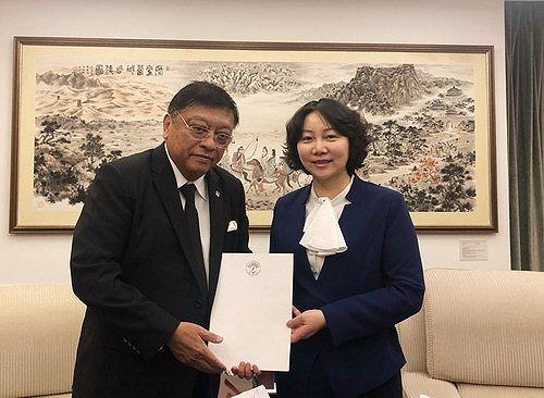 李安容接受马达加斯加新任驻华大使递交国书副本