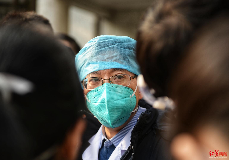 ↑华中科技大学隶属同济医院呼吸与危重症医学科主任、湖北省医疗专家组组长赵建平