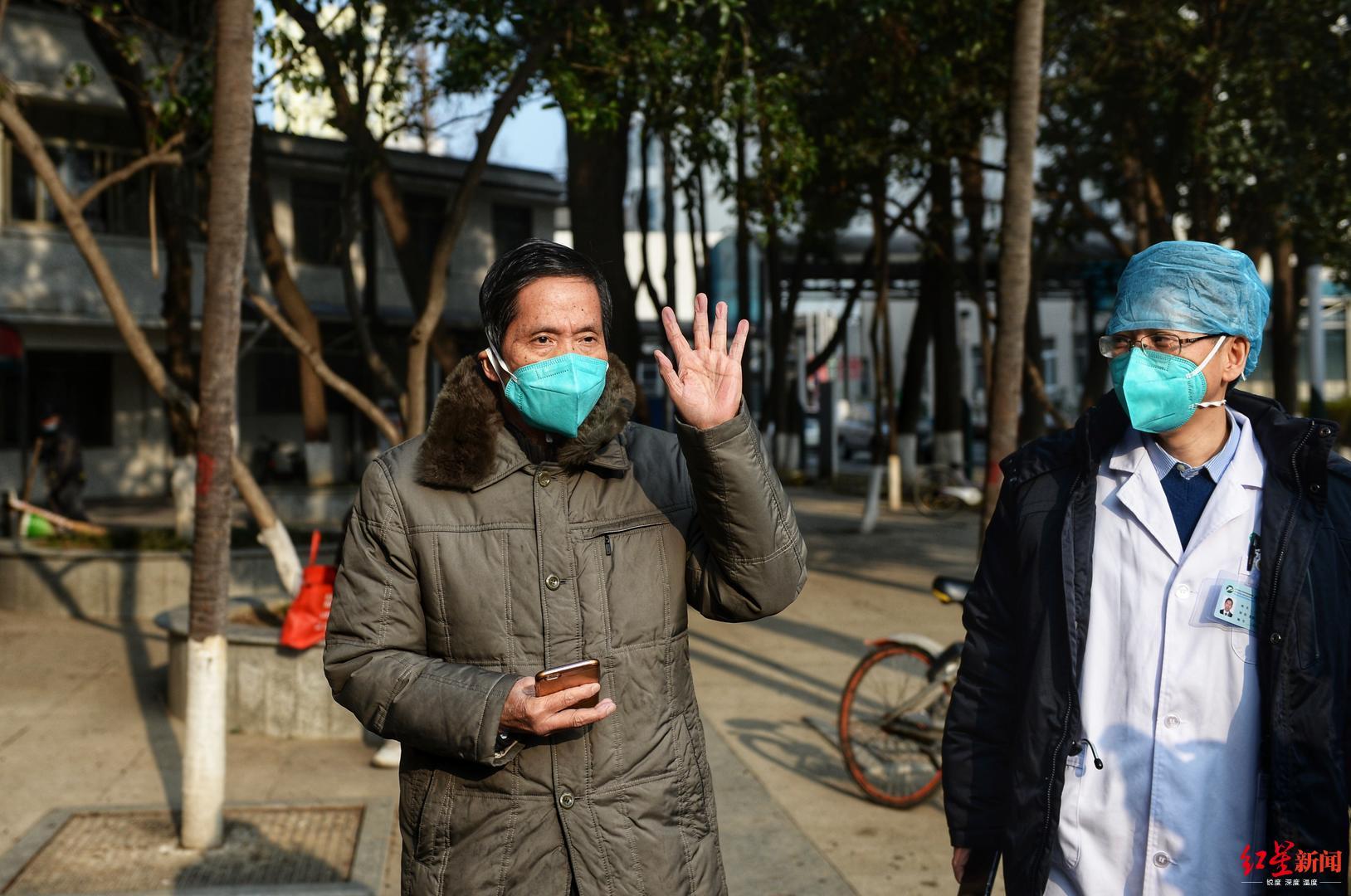 武汉78岁重症患者出院:与球友打乒乓后接触感染