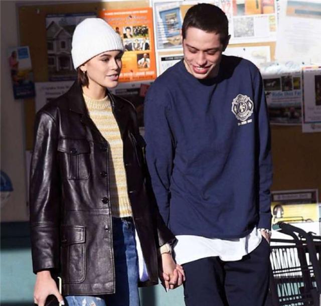 19岁国际超模kaia晒孕肚宣布怀孕,孩子父亲曾吸毒