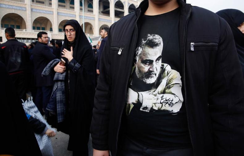 示威者衣服上印有苏莱马尼肖像图案(来源:欧洲新闻社)