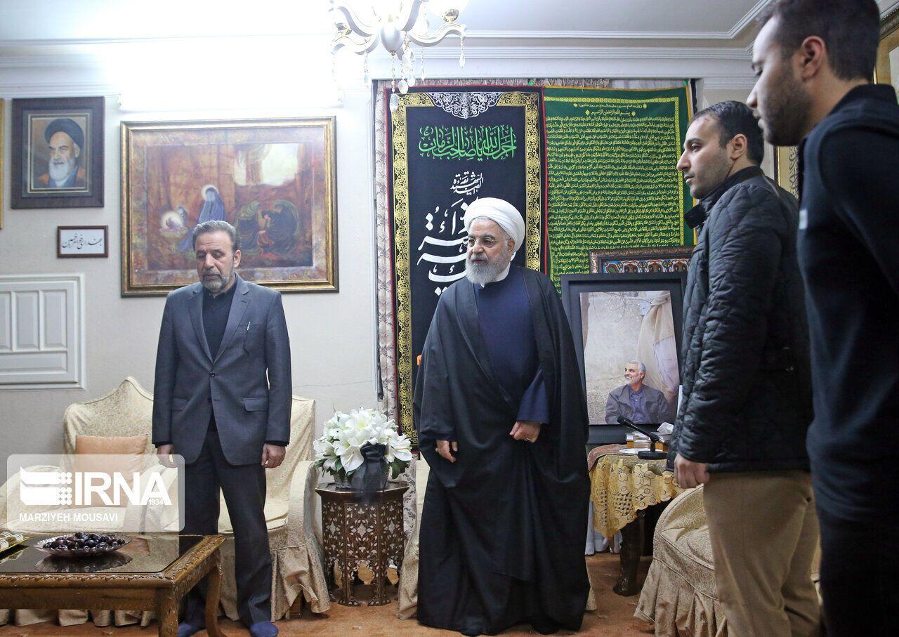 (伊朗总统鲁哈尼4日看望苏莱马尼的家人。图源:PressTV)