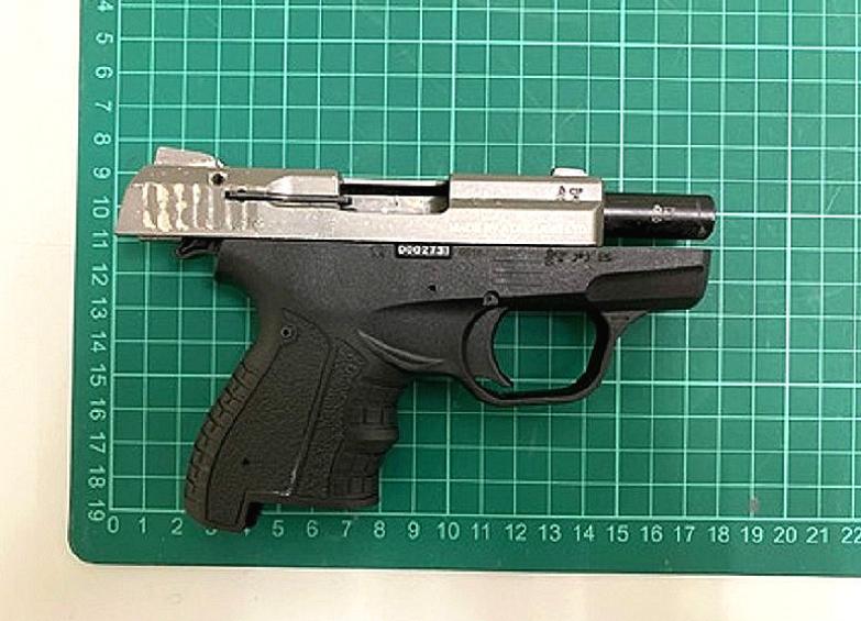 警方检获疑似手枪(警方提供)