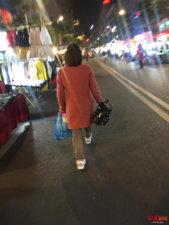 ▲罗某京前往夜市