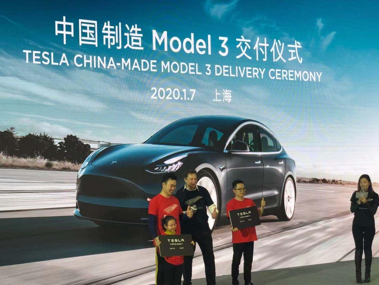 特斯拉向10位社會車主交付中國制造Model 3圖片