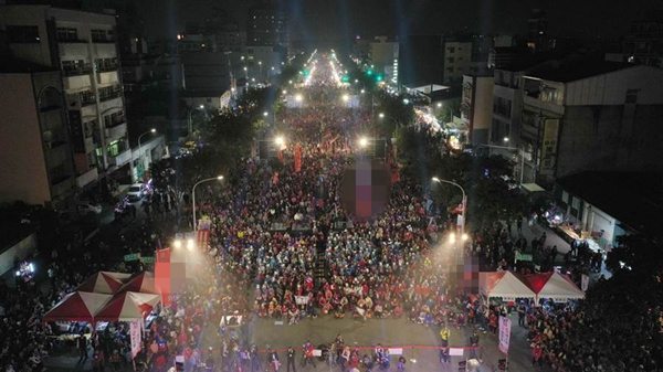 现场人潮破5万。(图片取自台媒)