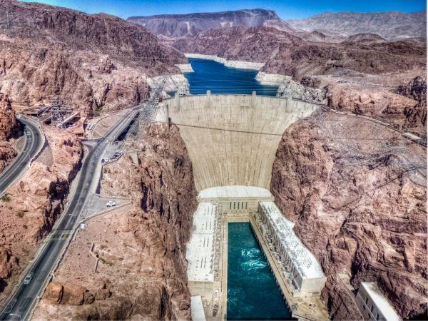 资料图片:美国胡佛水坝。(美国有线电视新闻网网站)
